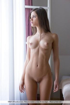 Голые скромные девушки фото