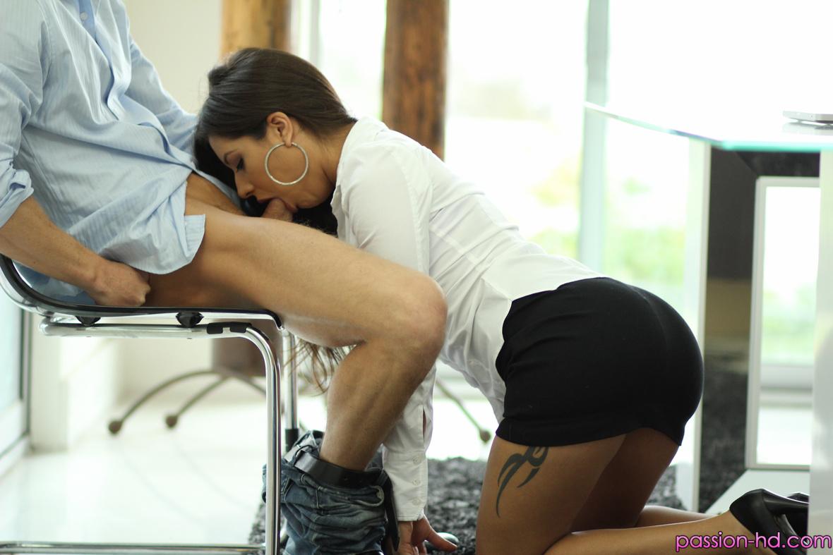 Рассказы минет под столом, Порно рассказ: Знакомство под столом 10 фотография