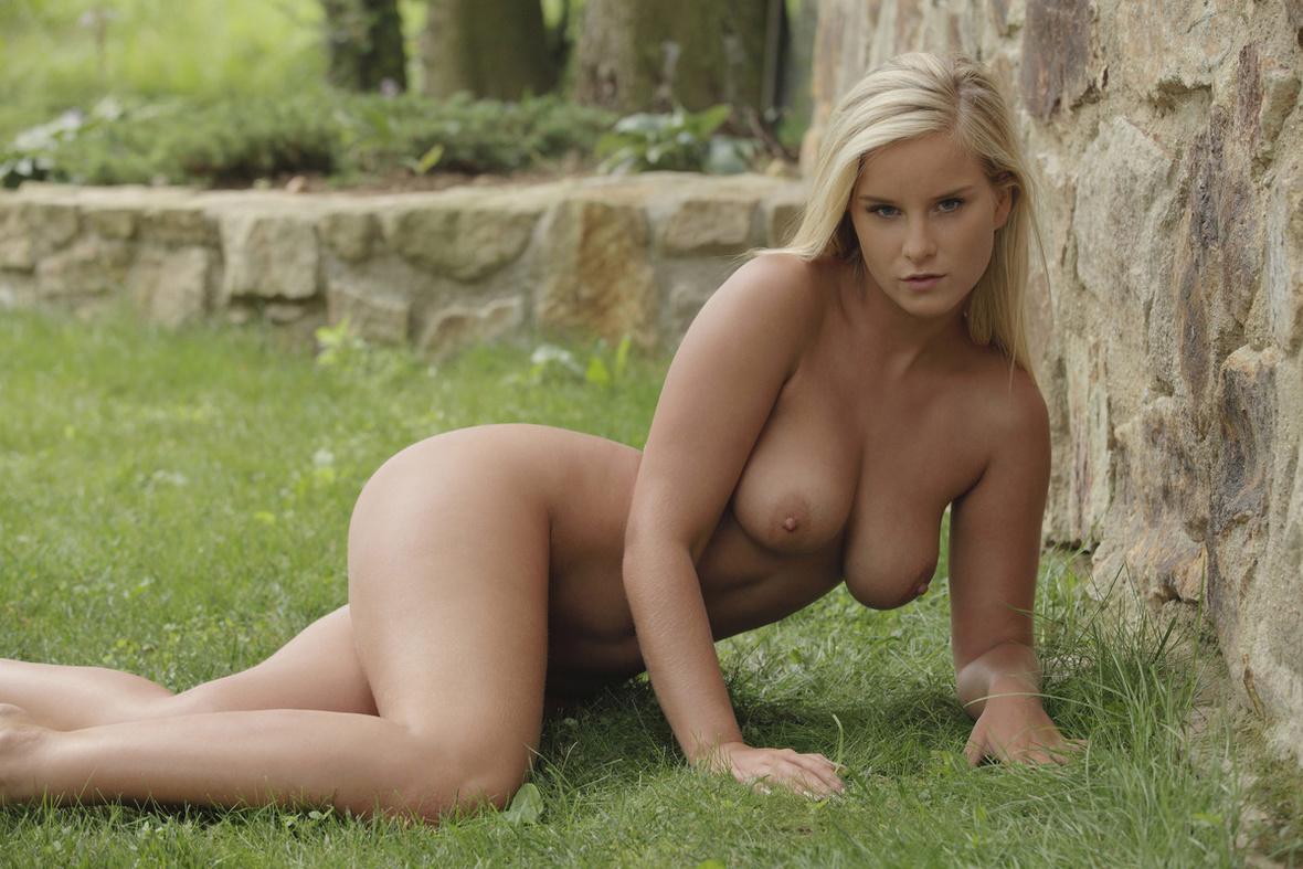 Юная фото голая 8 фотография