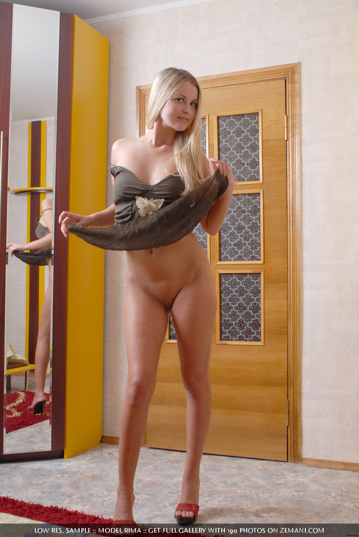 Slutty blonde in a tight tshirt strips to show her delicious curves - 1 part 7