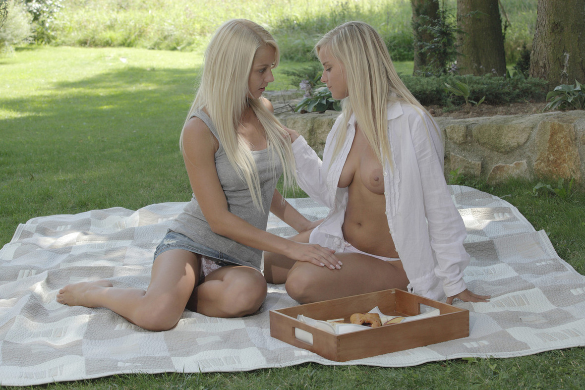 girls outdoors lesbian Anneli and mary
