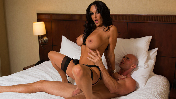 Ava Addams Is Tonight's Girlfriend