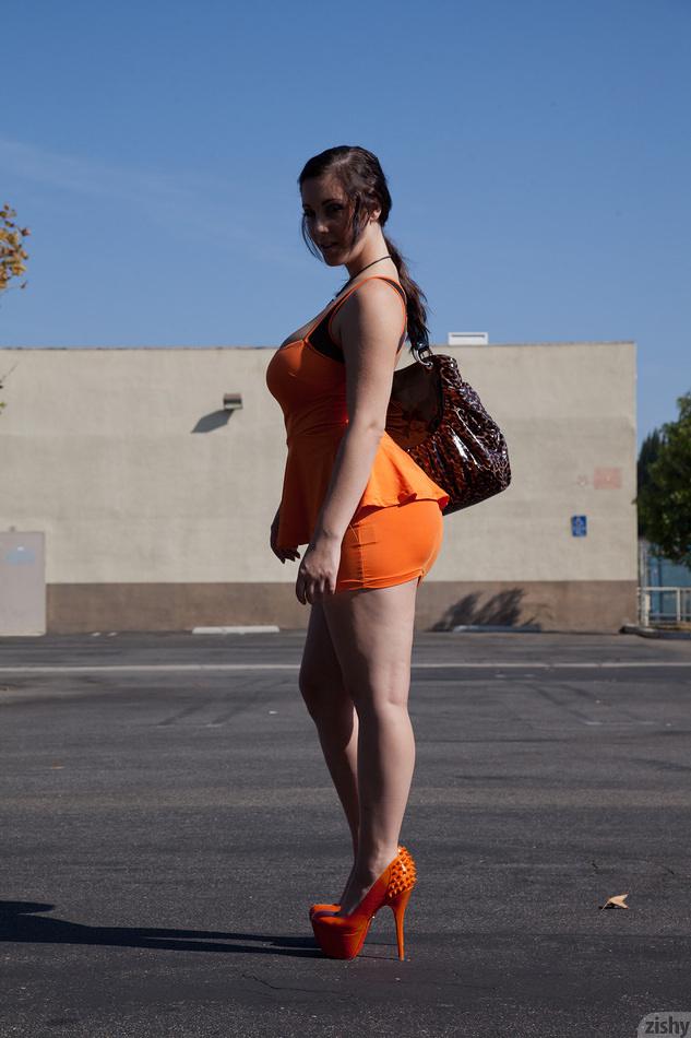Noelle Easton Trainiert Ihre Muschi