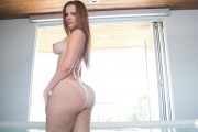 Anna Lynn on Monster Curves