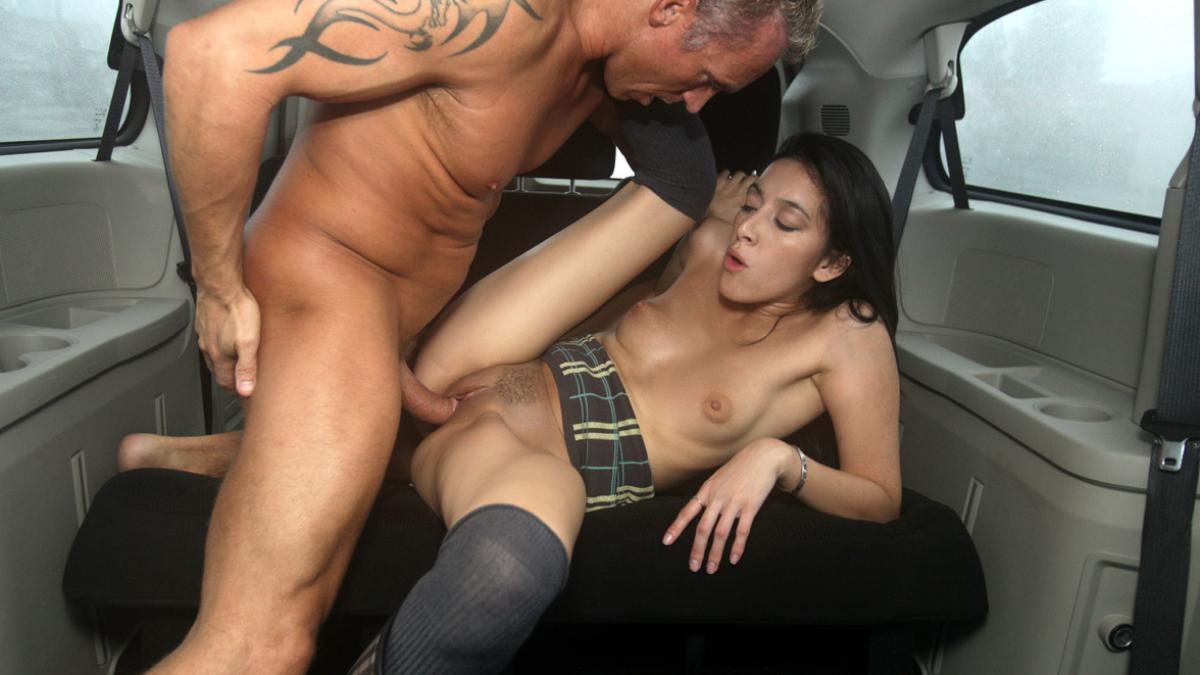 в машине худеньких порнуха